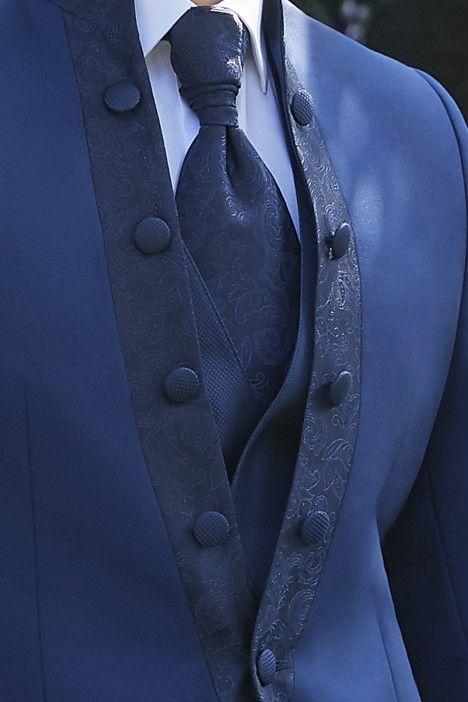 Blue groom suit Ceremony 21.10.320